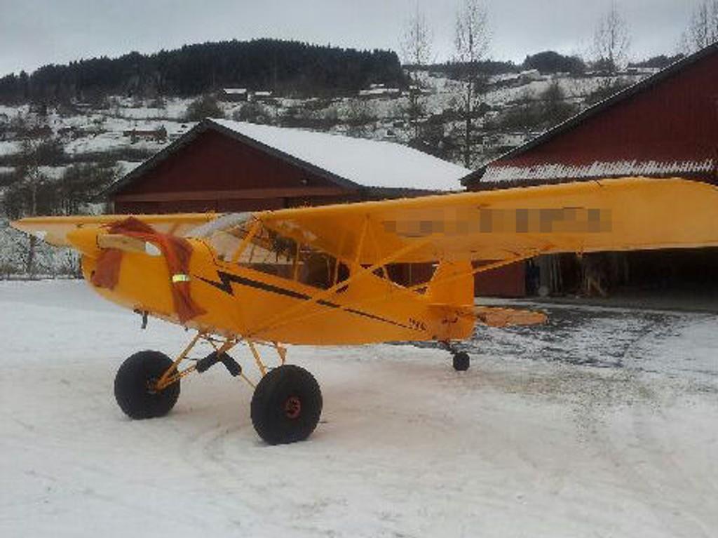 FUNNET: Flyet tok av fra Bømoen flyplass på Voss, med to menn ombord, mandag ettermiddag.