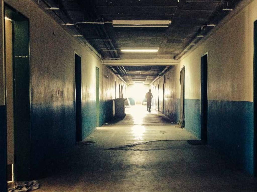 FLERE BLIR INTERNERT: Siden 2012 har gresk politi trappet opp jakten på ulovlige innvandrere, noe som betyr at stadig flere blir internert i leire i opptil 18 måneder. Bildet er en faksimile fra rapporten Invisible Suffering.