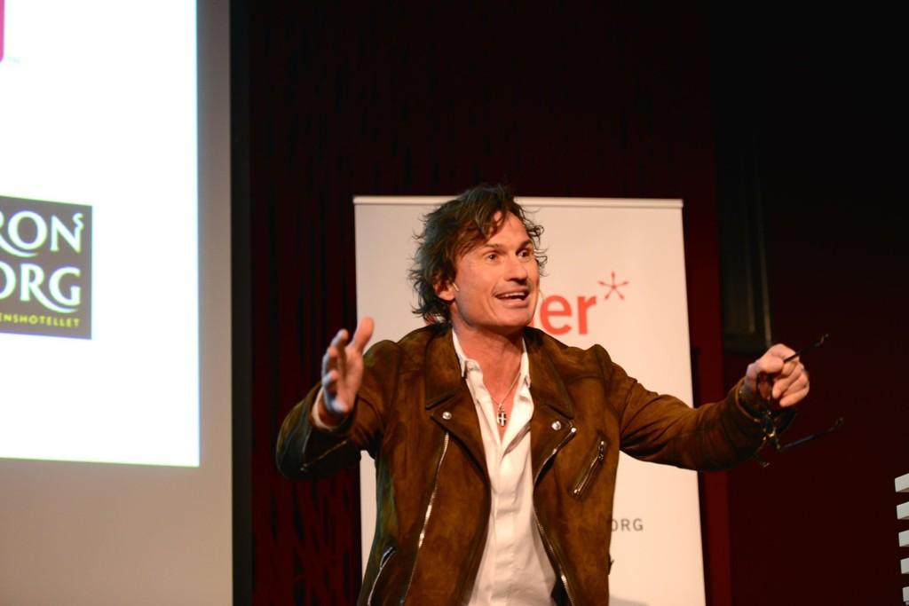 KAN FEIRE: Petter Stordalen ble torsdag hedret på Litteraturhuset i Oslo.