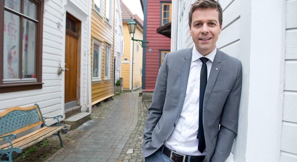 Knut Arild Hareide er tilbake fra pappapermen, lørdag var han i rådsmøte hos Hordaland KrF på Nøstet.