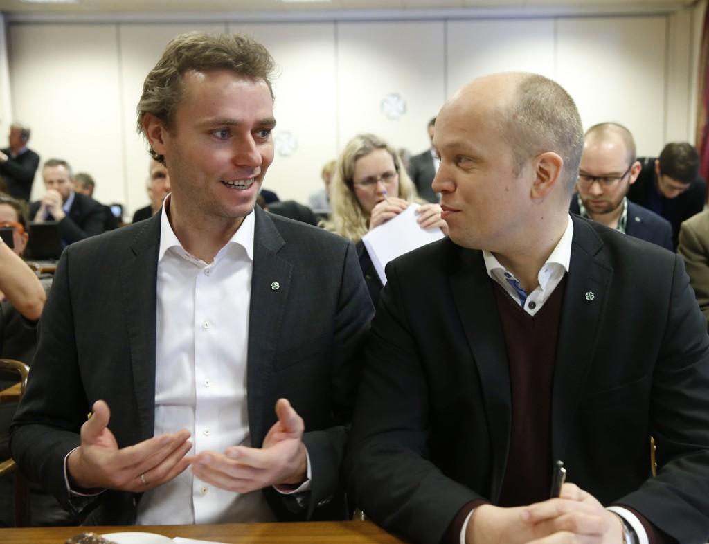 Ola Borten Moe og Trygve Slagsvold Vedum under landsstyremøtet i Senterpartiet fredag.