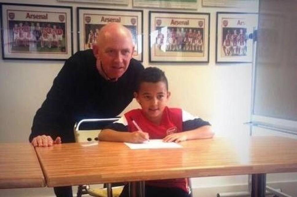 SKREV UNDER: Ashley Youngs sønn blir Arsenal-spiller.