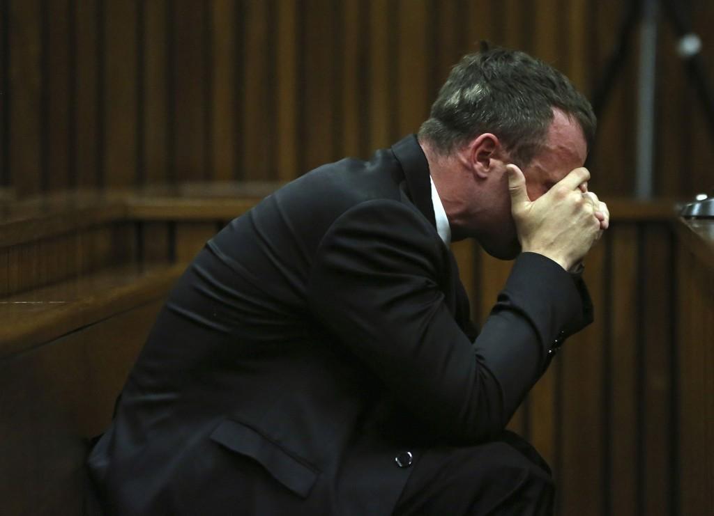 Oscar Pistorius har vist mye følelser under rettssaken. Her er idrettsutøveren i retten 7. april.