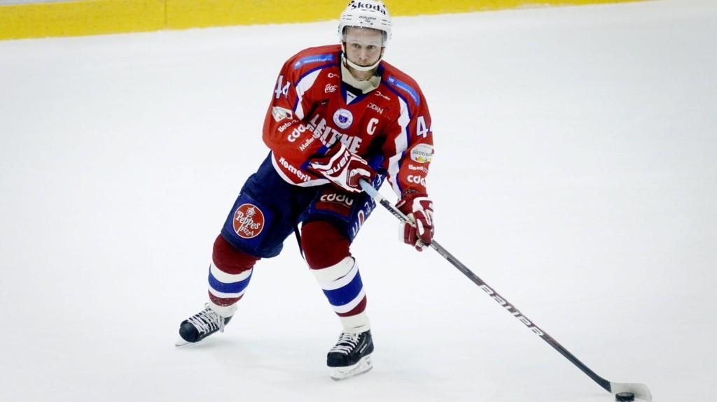 BLIR TRENER: Kenneth Larsen, her i aksjon for Lørenskog i 2010, er ansatt som trener i samme klubb.