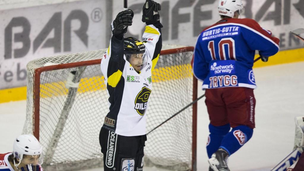 Stavanger Oilers-spillerne jubler hadde grunn til å juble etter 2-1-seieren over Vålerenga på Jordal tirsdag.