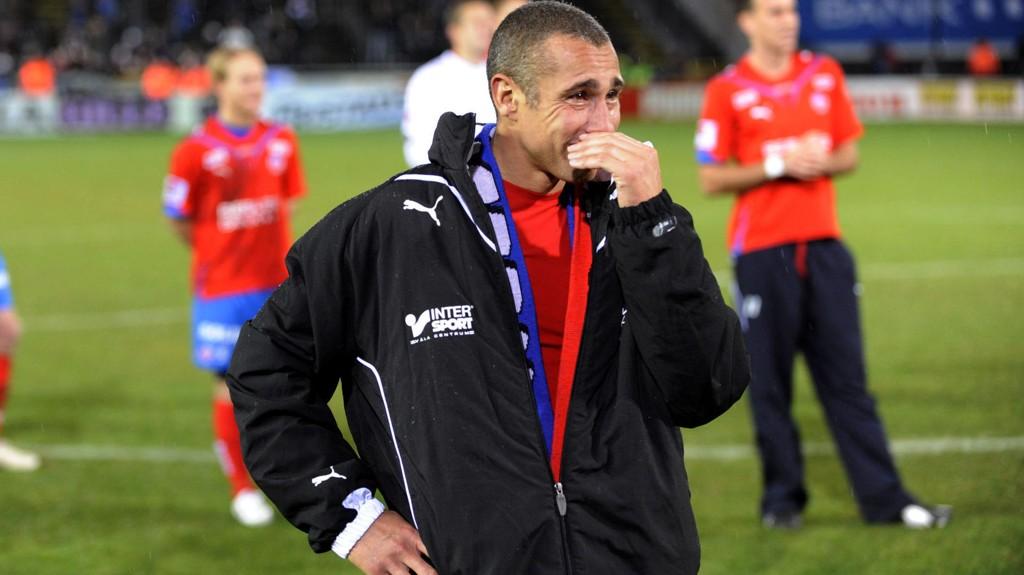 Henke Larsson ble hyllet av Sir Alex, Carles Puyol og andre fotballstorheter da han la opp som fotballspiller i 2009.