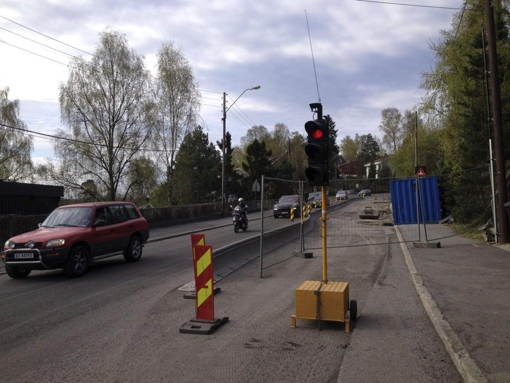 ARBEIDER PÅGÅR: Fra krysset Nordstrandveien-Langbølgen opp mot Munkerud er det nå trafikklys og bare en kjørefil.  Alle foto: Nina Schyberg Olsen
