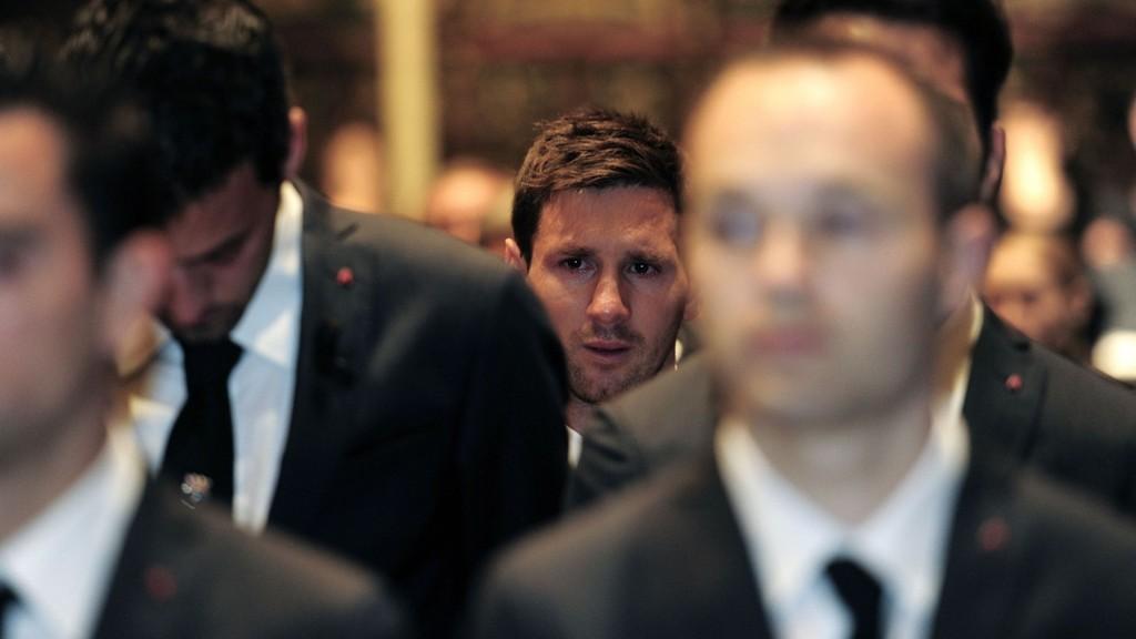 RØRENDE: Lionel Messi var blant de mange som tok til tårene under minneseremonien for Tito Vilanova.