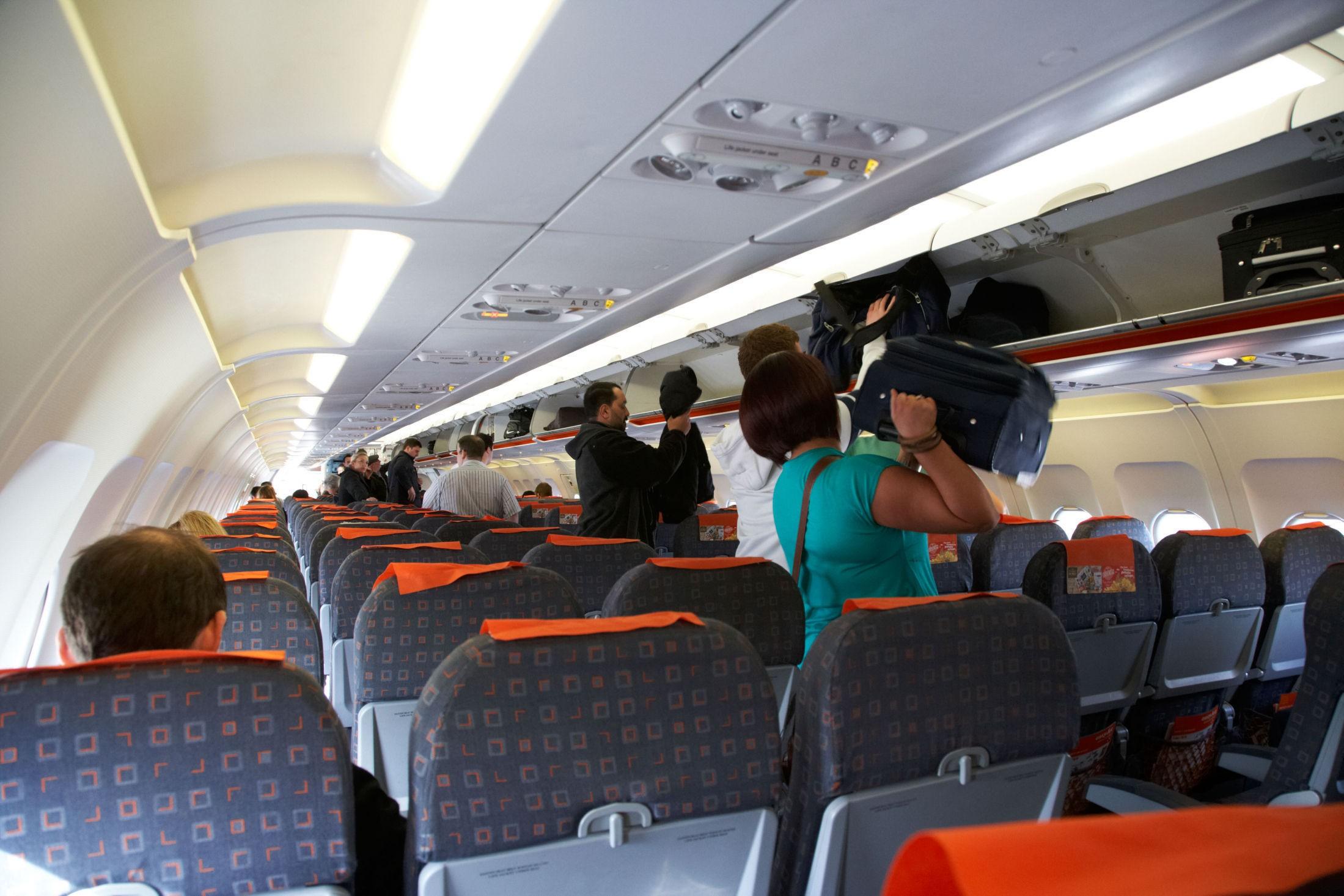 DÅRLIG METODE: Undersøkelser viser at metoden man benytter seg av for å gå om bord i et fly i dag er den minst effektive.
