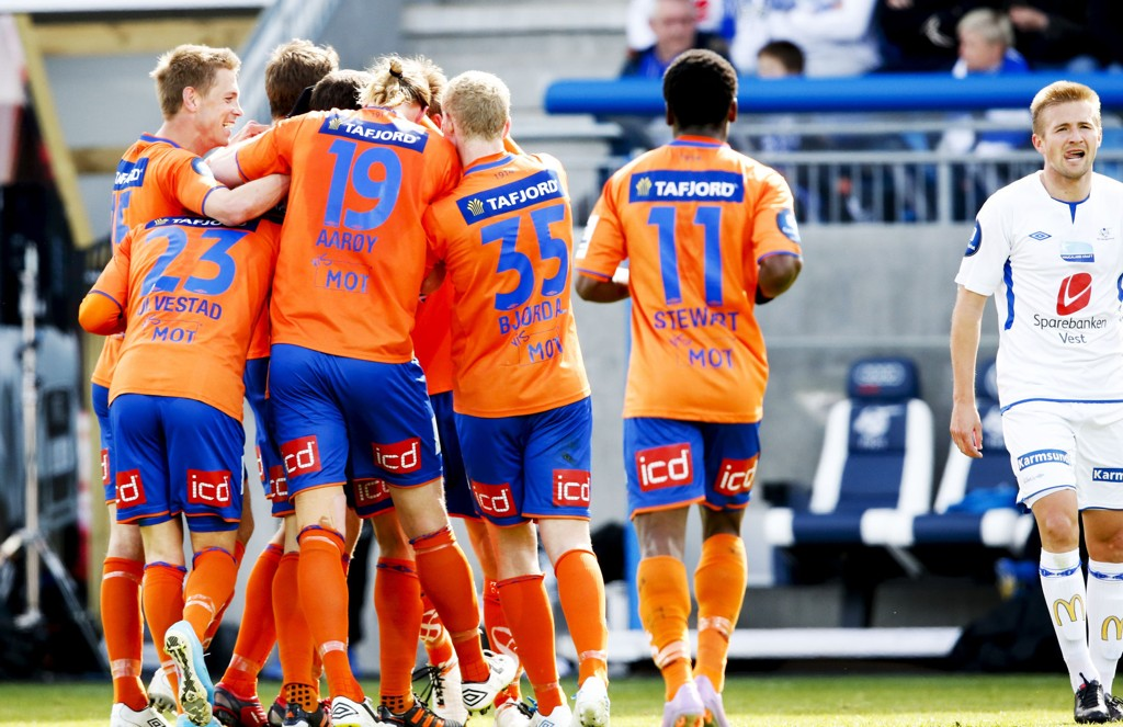 ENDELIG kunne Aalesund-spillerne juble for seier i årets Tippeliga.