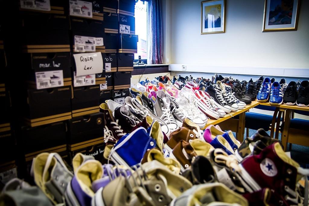 Politiet i Knarvik stoppet en bil med 1000 par stjålne sko fra Volda