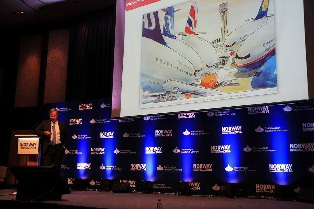 FREMTIDENS FLYBRANSJE: Bjørn Kjos foredro om fremtidens flybransje overfor norske næringslivsledere og embetsverk under Norway-Asia Business Summit 2014 i Bangkok.