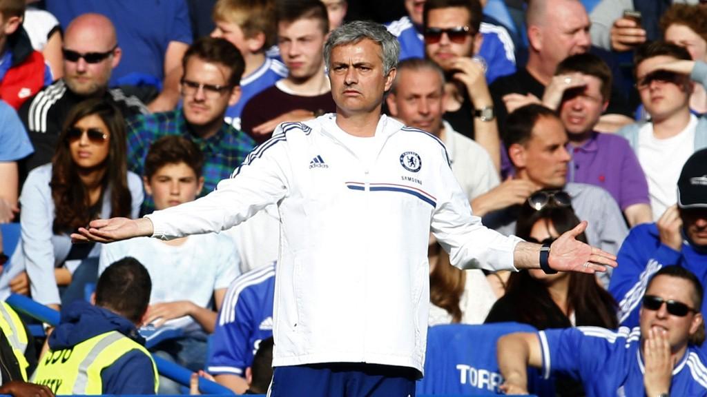 TI NYE ÅR: José Mourinho mener Chelsea må bygge laget fra bunn av igjen.