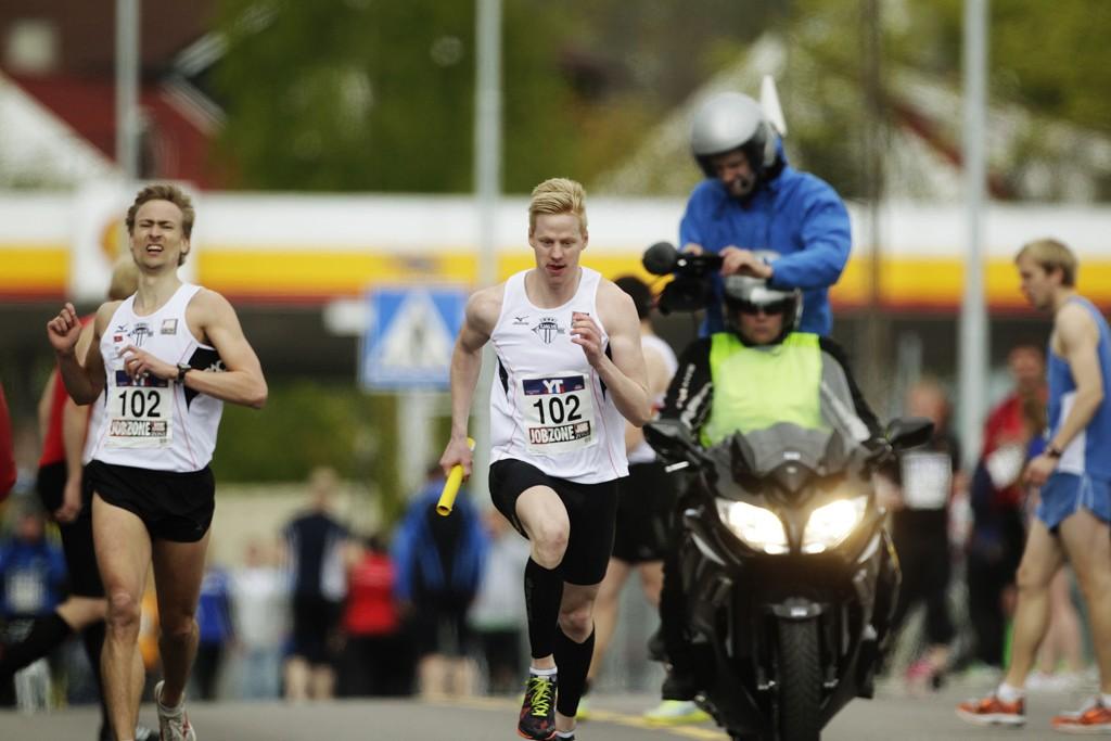SEIERSLAGET: Nettavisen-vaktsjef Alexander Winger løp niende etappe for Tjalve, som vant Holmenkollstafetten.