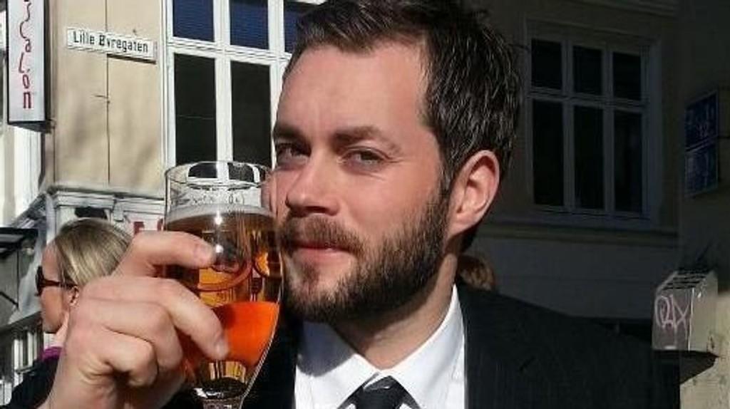 Tom Arild Torsvik har grunn til å skåle etter å ha gått til topps i Nettavisen fantasyliga.