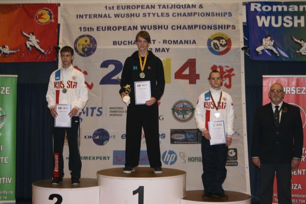 VANT EM-GULL: Milos Joksimovic fra Oslo Wushu vant over to russere i finalen og ble første nordmann til å vinne EM-gull i Wushu.