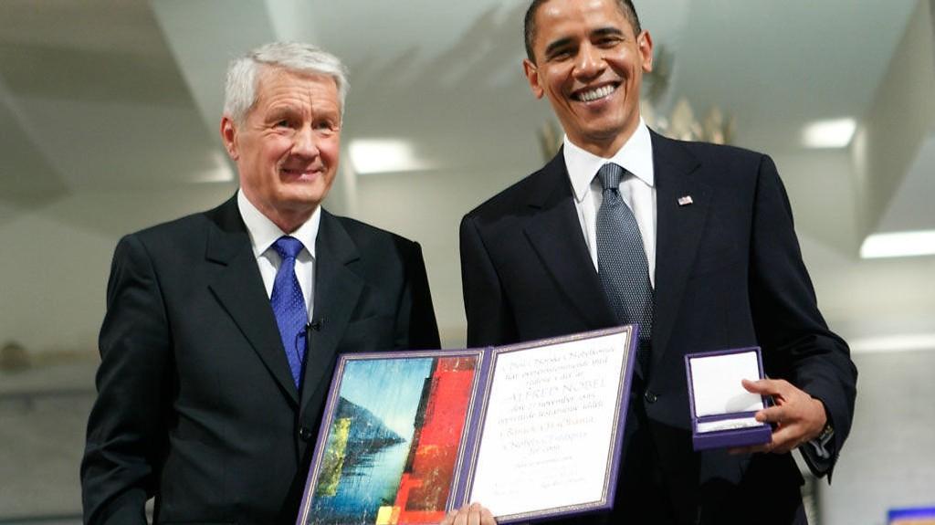 UNDERDANIG TILDELING: Obamas stab mente tildelingen av Nobels fredspris tkunne virke som om den var motivert av et ønske om å få Obama til Norge.