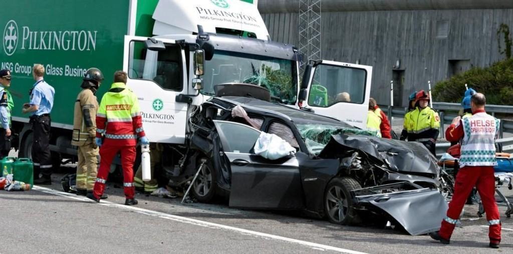 To voksne og ett barn ble skadet i en trafikkulykke på E6 ved Tusenfryd torsdag formiddag. En trailer, en lastebil og en personbil var involvert i ulykken.