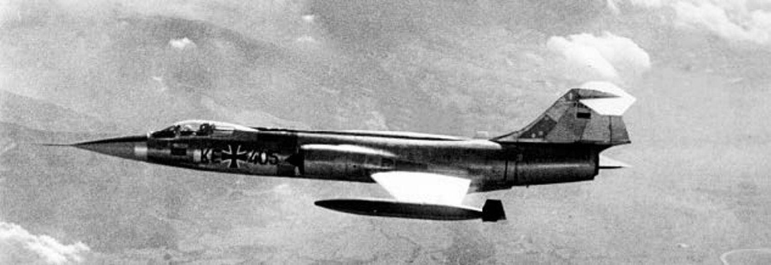KREVENDE: F-104 Starfighter var et krevende jagerfly. Kombinasjonen med relativt uerfarne piloter ble ofte fatal. To ganger ble norsk luftrom utsatt for rene dødsferder med bevisstløse utenlandske piloter om bord. Ulykkesflyet hadde andre kjennetegn før det ble levert til JG31. Her fotografert ett år før den fatale turen.