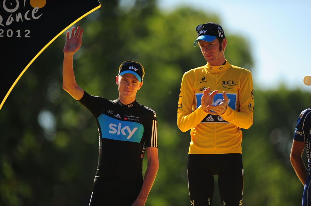 COMEBACK? Bradley Wiggins, til høyre i bildet, vant Tour de France for to år siden. Nå kan han gjøre comeback for Sky-laget under årets utgave av rittet. Chris Froome ble nummer to i rittet for to år siden.
