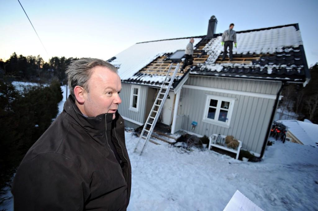 BRANNBOMBE PÅ TRAPPA: Frank Pedersen og familien lå og sov da en brannnbombe ble antent ved inngangsdøren. Nå er et tidligere svømmetalent fra samme klubben han er leder i dømt for brannstiftelse.