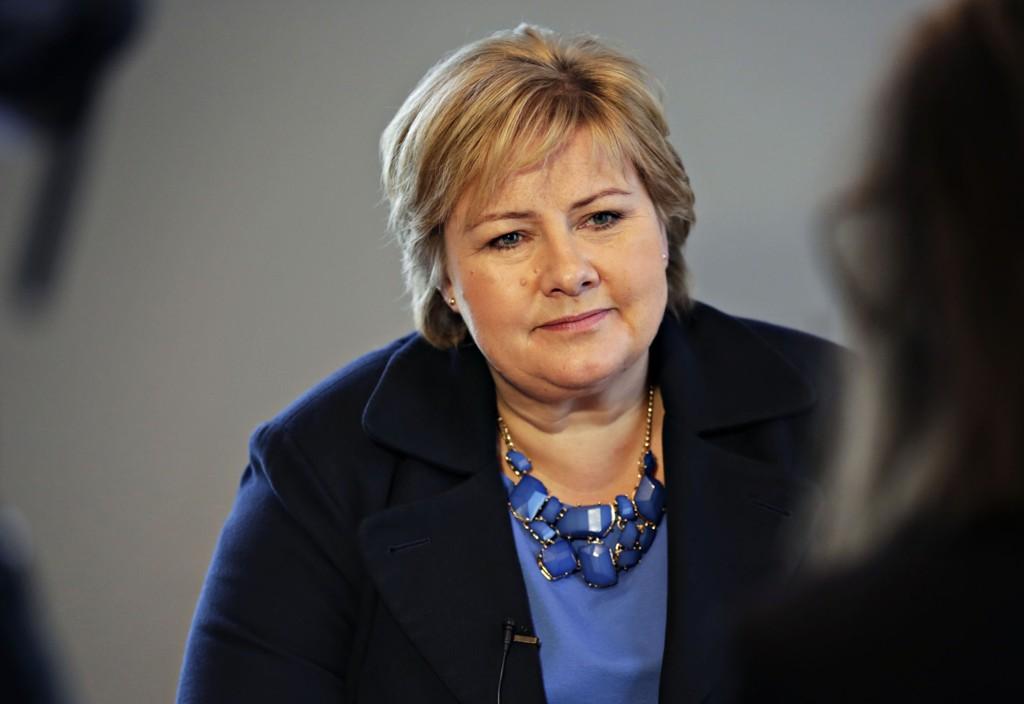 – Vår intensjon er å snakke med dem når dette kommer opp i Stortinget, sier Erna Solberg.