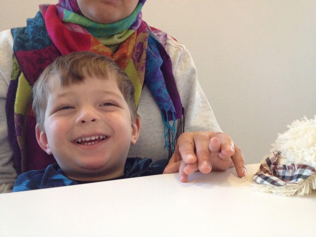 FENGSLET: Lille Wahaj Ali (2) har sittet fengslet i ti uker sammen med mor og far.