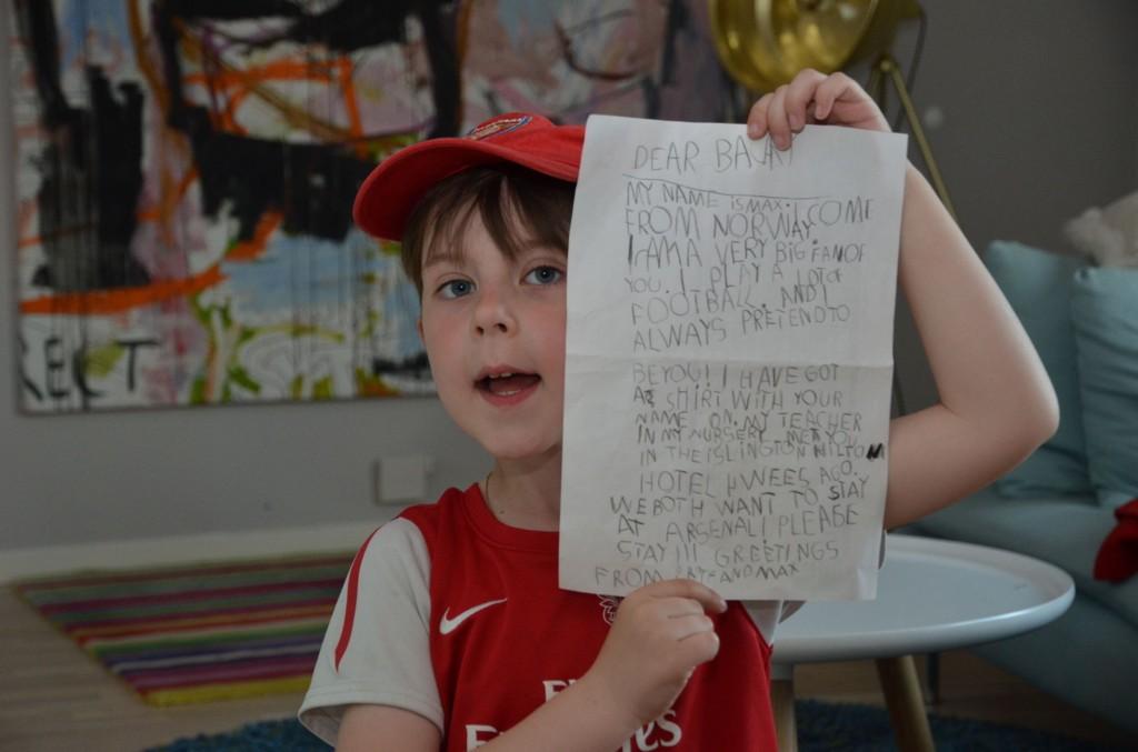 BØNN: Max Rognlien Elgvin skrev brev til Arsenal-stjerne Bacary Sagna. Nå har fotballprofilen lest brevet.