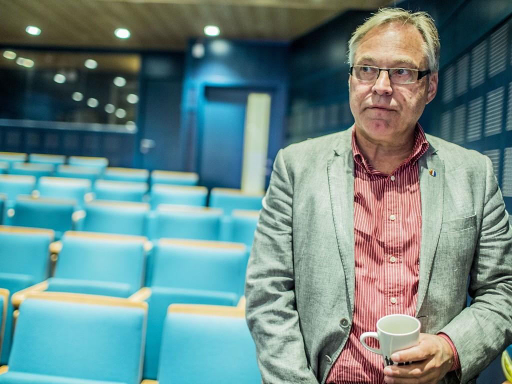 STÅR PÅ SITT: Sykkelpresident Harald Tiedemann Hansen har ingen planer om å innfri Det internasjonale sykkelforbundets priskrav for VM i 2017.