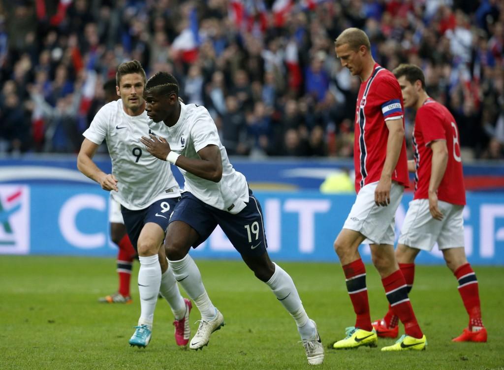 SCORET: Her har Paul Pogba akkurat scoret ett av mange franske mål mot Norge.