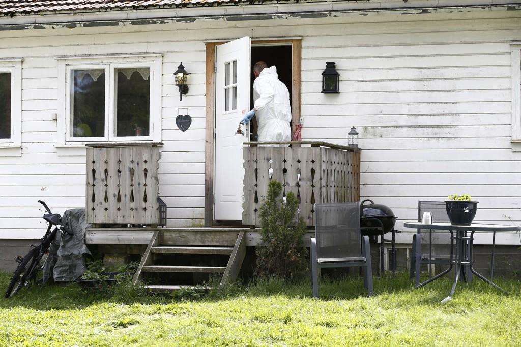 Kriminalteknikere søker etter savnede Frank Andre Madim Gundersen på en eiendom i Sjølivegen i Skogbygda i Nes kommune mandag. Onsdag kveld gjorde politiet et likfunn. To menn er siktet i saken.