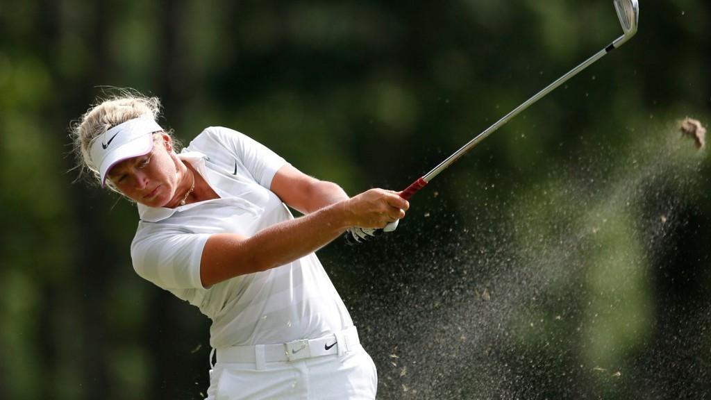 Suzann Pettersen gikk en 70-runde under åpningsdagen av LPGA-turneringen i golf i Galloway i New Jersey fredag.