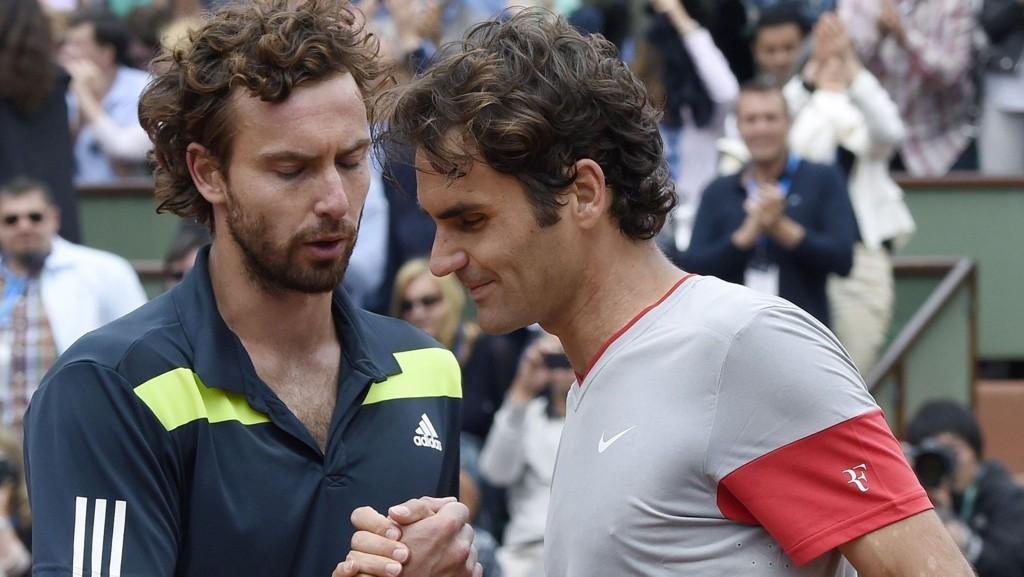 Tennisekspert Rolf Lerum har lansert Ernests Gulbis (her avbildet etter seieren over Roger Federer) med hell to ganger i French Open. Vinner latvieren for tredje gang mot kanonen Novak Djokovic?