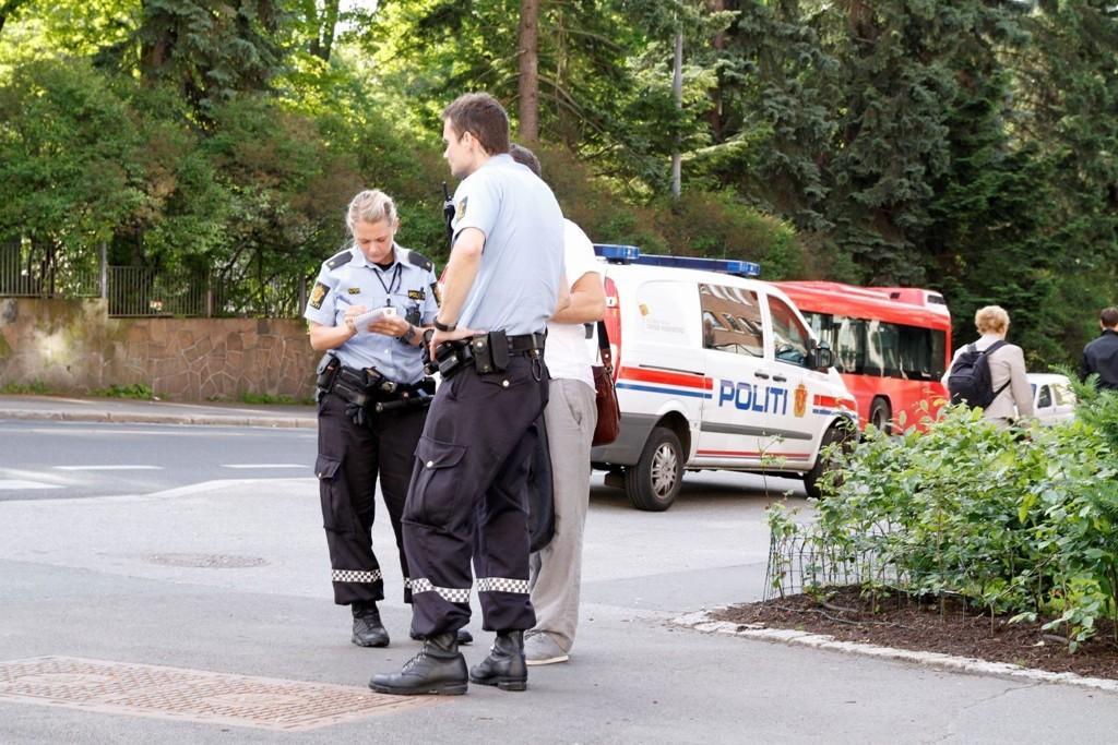 Politiet lette med både hund og helikopter etter en mann mandag. Dette bildet er fra en tidligere hendelse.