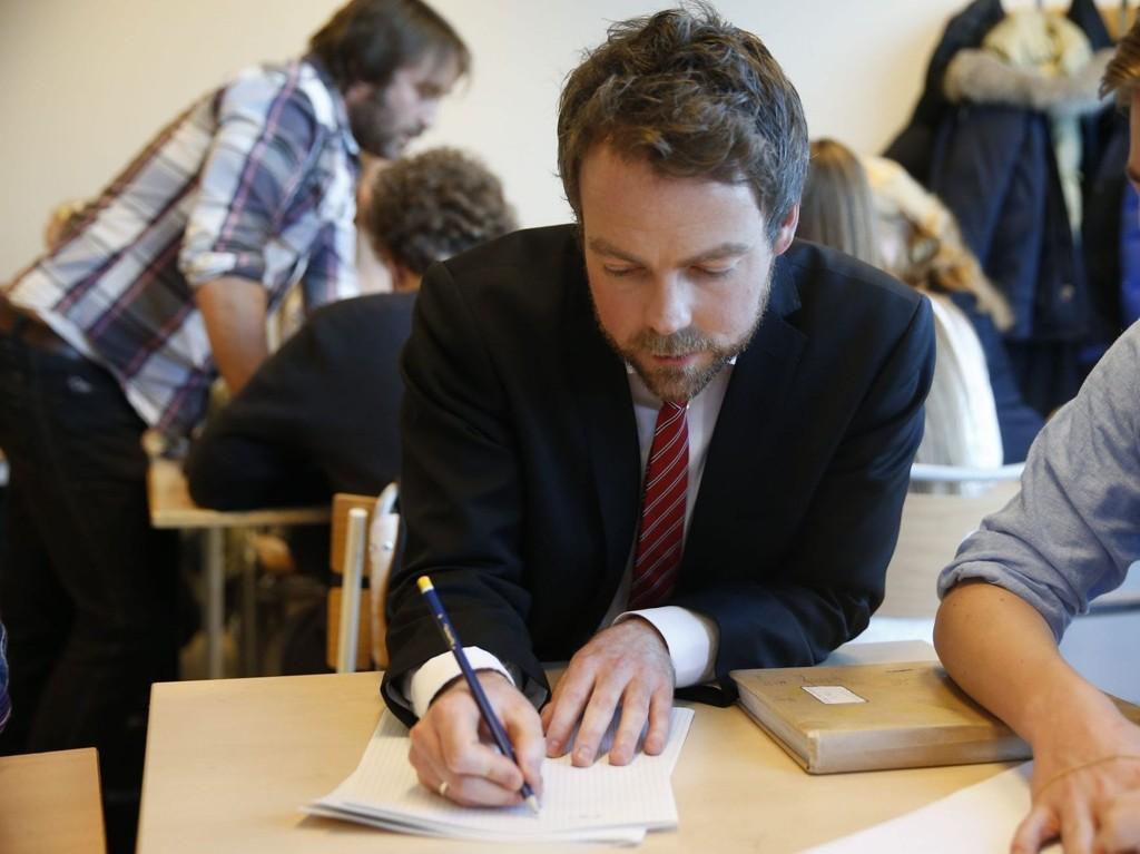 ENESTE LØSNING: Kunnskapsminister Torbjørn Røe Isaksen vil at mobberen skal bytte skole i mobbesaker der skolebytte er eneste løsning.