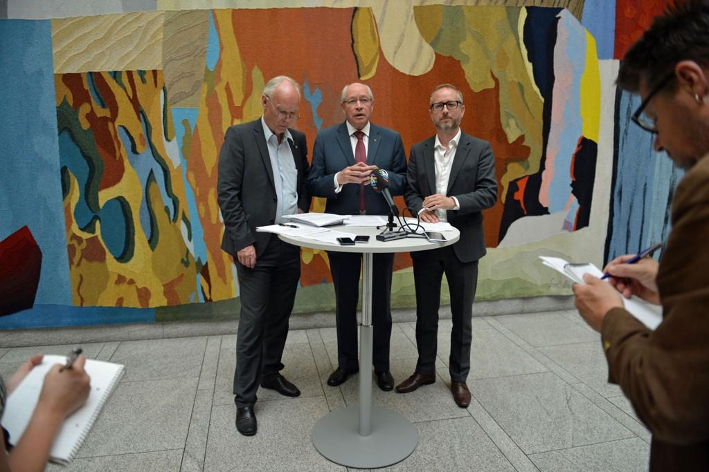 STÅR SAMMEN: – Dette er et viktig forslag for mer åpenhet. Forslaget vil sikre at vi kjenner til oppdragsgivere og kundeforhold hos dem som får størst makt i norsk politikk.