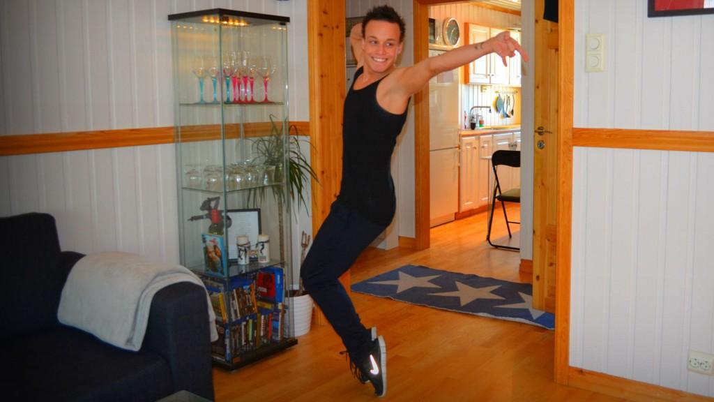 ENERGIEN MÅ UT: Magnus bruker dansen som medisin.