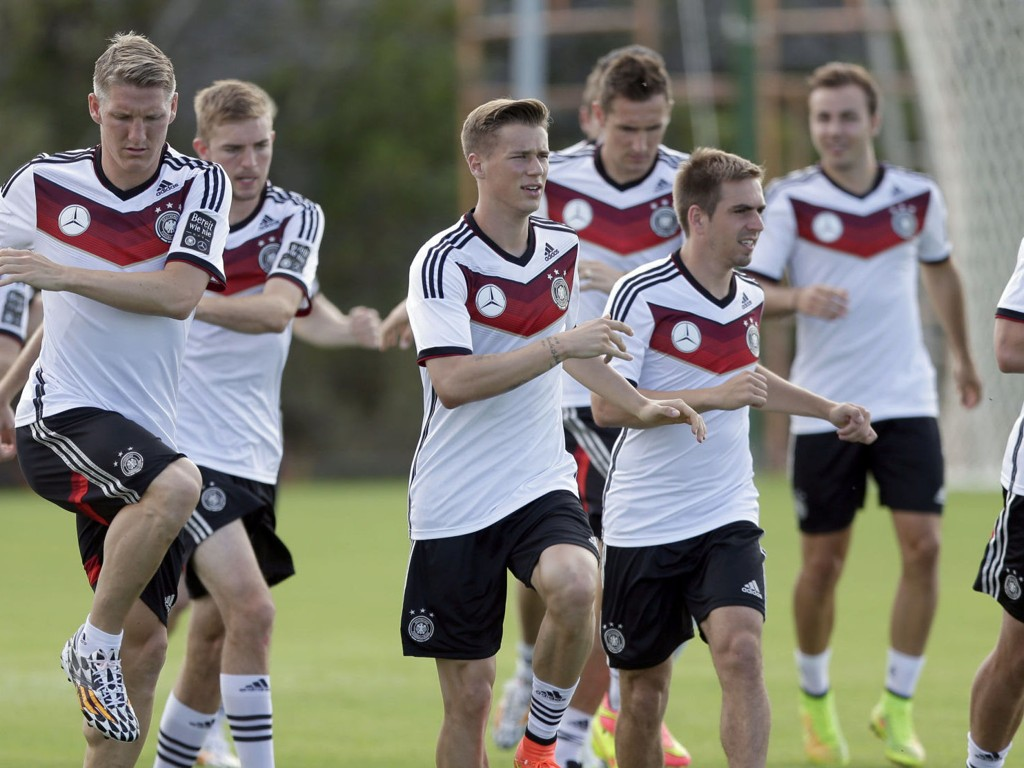 - MANGE USIKKERHETSMOMENTER: Eurosports Bundesliga-kommentator Petter Bø Tosterud er usikker på om Tyskland kan regnes som en utfordrer til VM-tittelen.