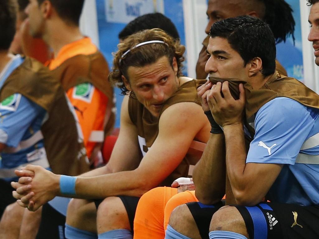 - JEG ER KLAR: Luis Suárez har friskmeldt seg selv foran torsdagens skjebneoppgjør mot England.