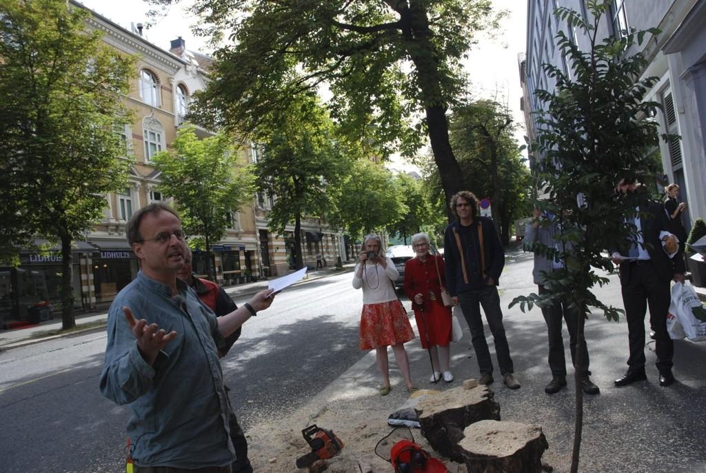 Håkon Wium Lie i Skarpsno Vel taler til aksjonistene i Bygdøy allé.