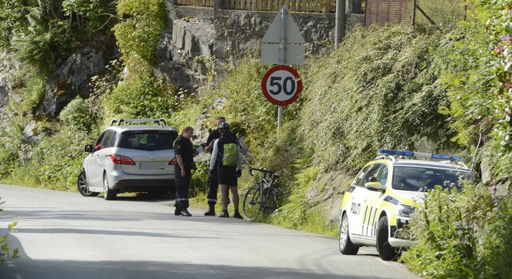 Politiet snakker med partene på stedet.