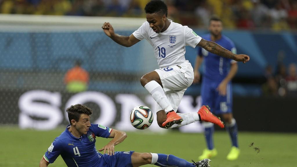 Liverpool-unggutten Raheem Sterling har tatt store steg det siste året og blir trolig en av Englands offensive nøkkelspillere mot Uruguay i kveld.