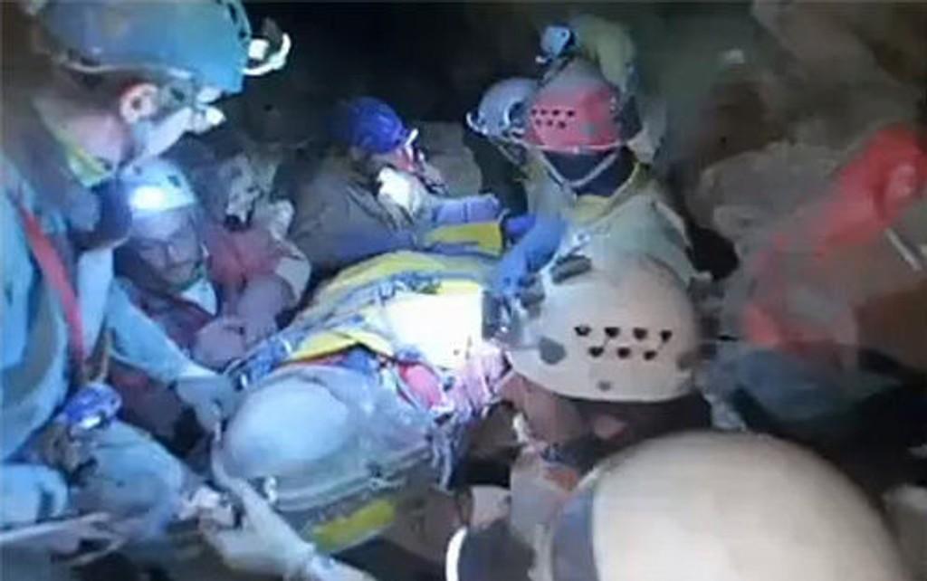 Huleforskeren Johann Westhauser ble torsdag reddet opp fra hulen han har vært fanget i i tolv dager. Disse bildene ble tatt mandag, under den langvarige redningsaksjonen.