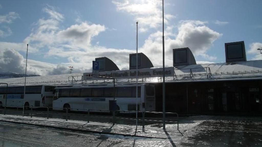 SYDENTUR: Under en flytur fra Harstad/Narvik lufthavn, Evenes, skal to pleiere har drukket seg full mens de hadde ansvar for en pleietrengende kvinne.