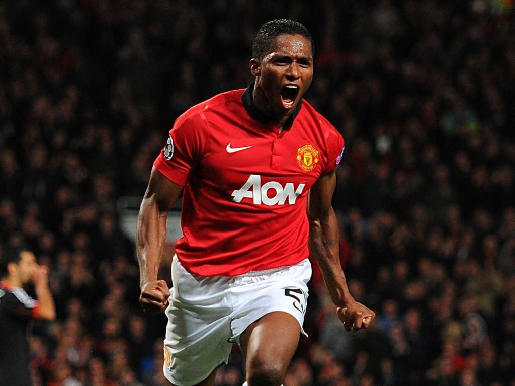 NY KONTRAKT: Antonio Valencia har signert en ny treårsavtale med Manchester United.