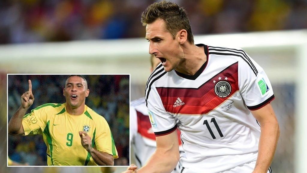 MÅLKONGER: - Velkommen i klubben, skriver Ronaldo til Miroslav Klose. Tyskeren tangerte brasilianerens scoringsrekord i VM lørdag. Begge står med 15 mål.