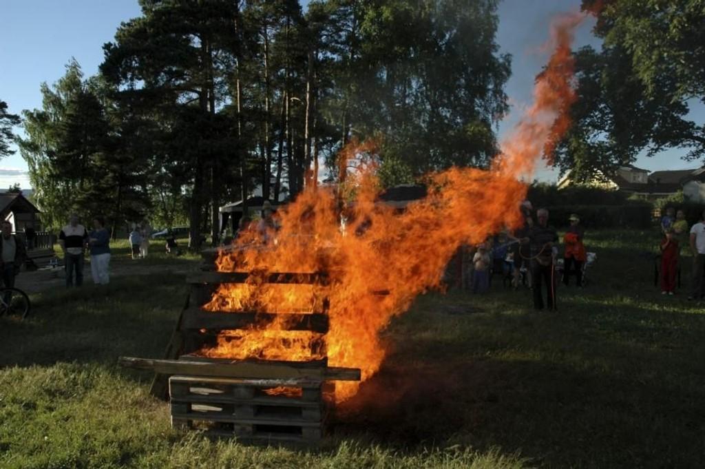 Alle St. Hansbålene skal være godkjent av brannvesenet.