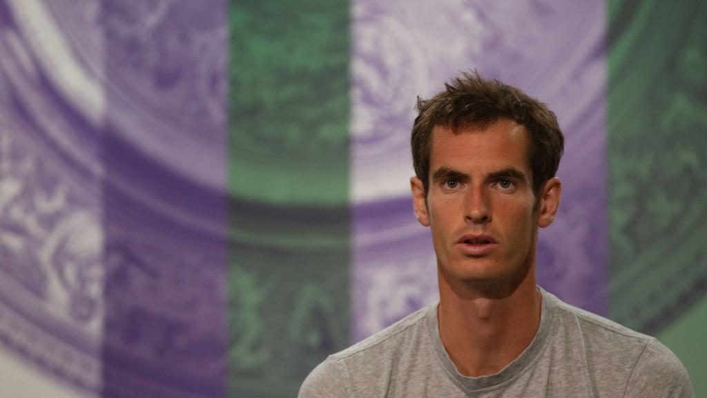 NERVER: Andy Murray forteller at han er nervøs før Wimbledon-turneringen starter mandag.