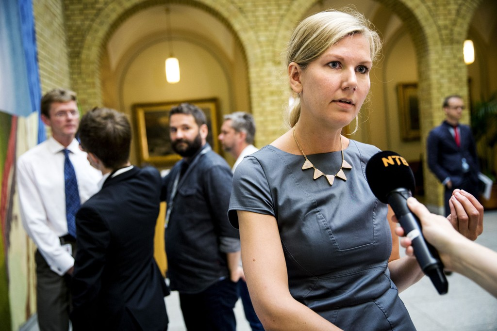 Marianne Marthinsen (Ap) sier at de nå skal se på forslaget.