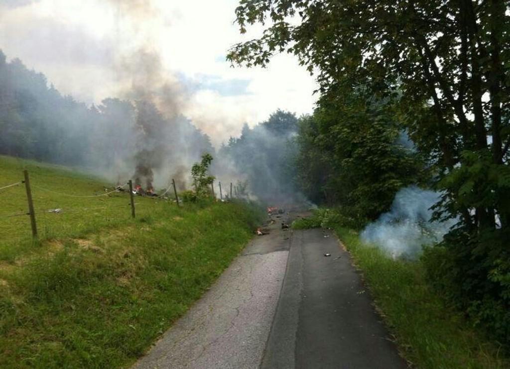 ALVORLIG: Et privatfly styrtet etter å ha krasjet med et jagerfly i luften.